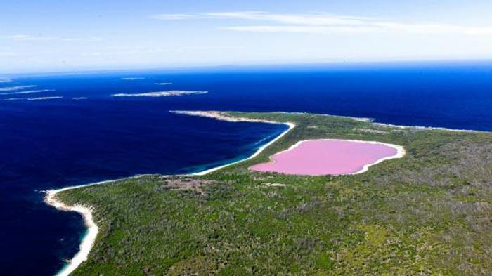 pink-lake-flinders-1802-aerial-peak