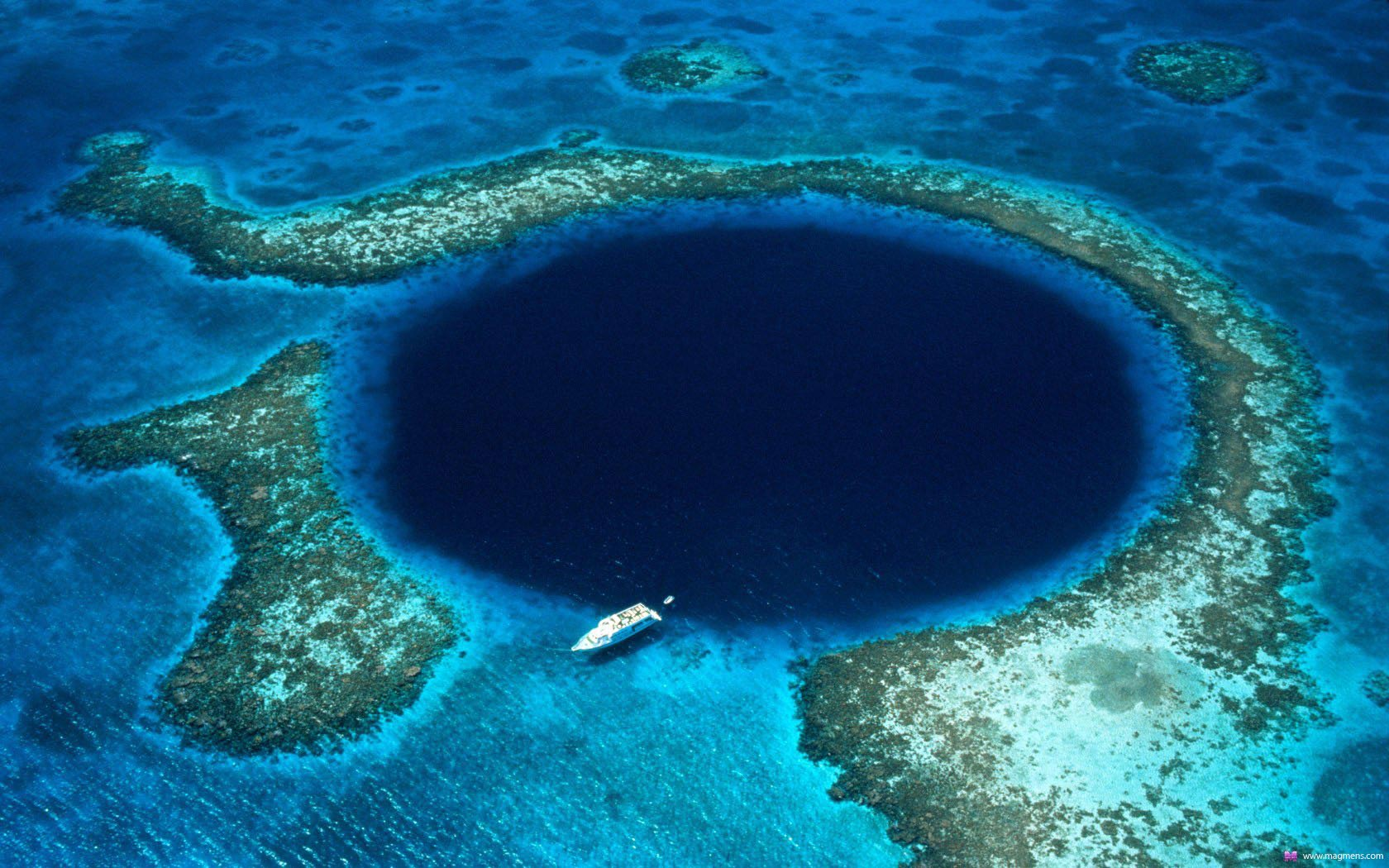 1402389865_belize_blue_hole_01