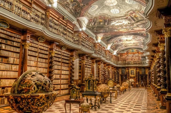 la bibliothèque nationale tchèque Clementinum