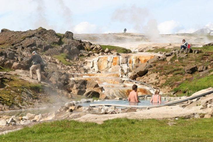 Top 10 piscinas naturales m s bellas del mundo fundaci n for Piscinas naturales islandia