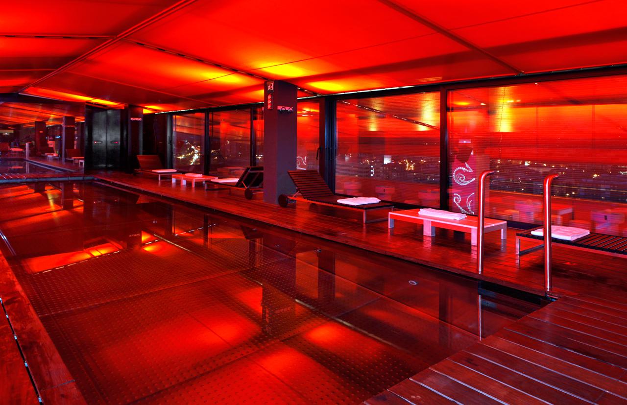 Piscine rouge tour du monde en 10 escales d 39 une nouvelle - Silken puerta de america ...