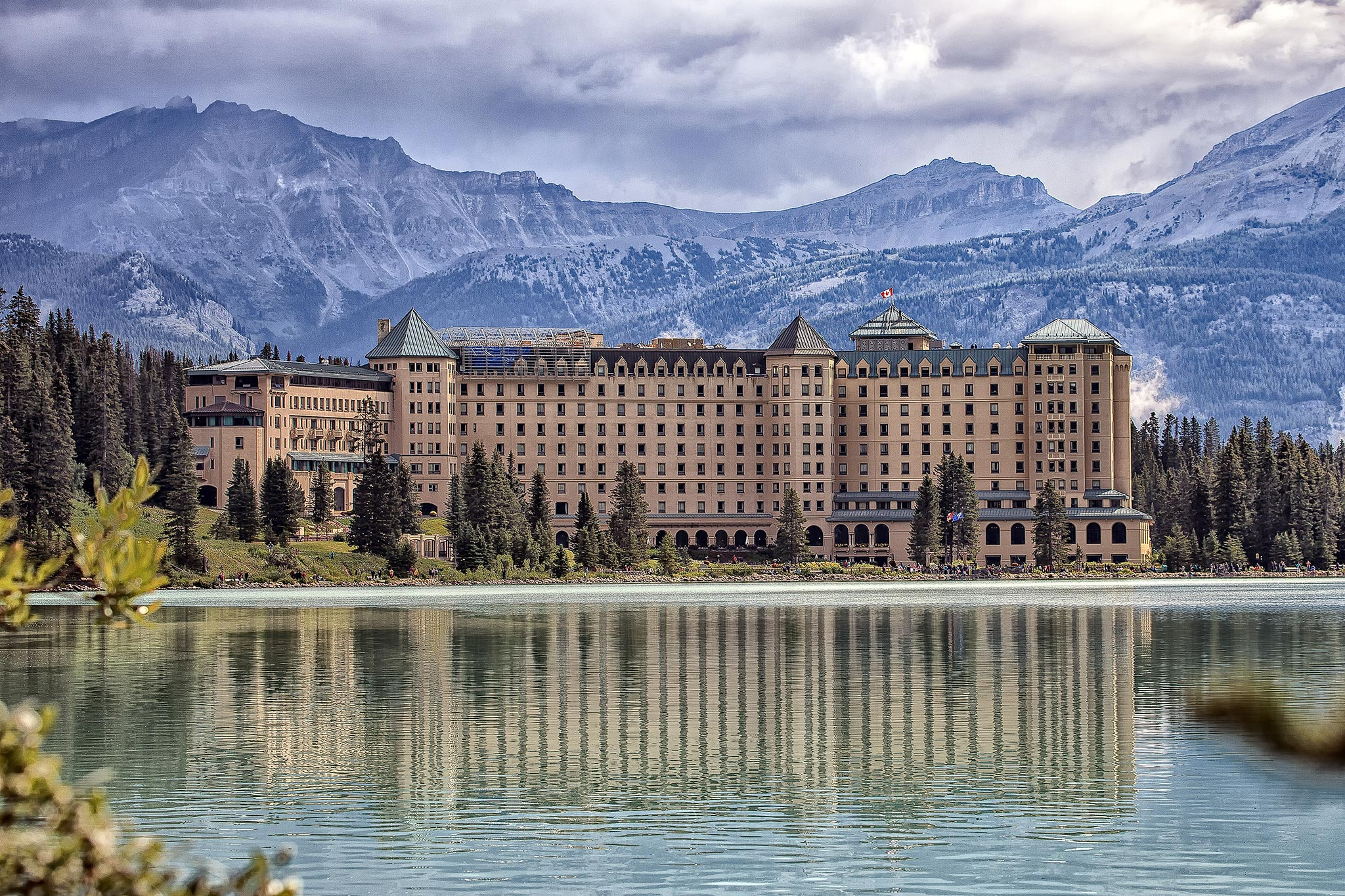 Fairmont-Chateau,-Lake-Louise,-Alberta