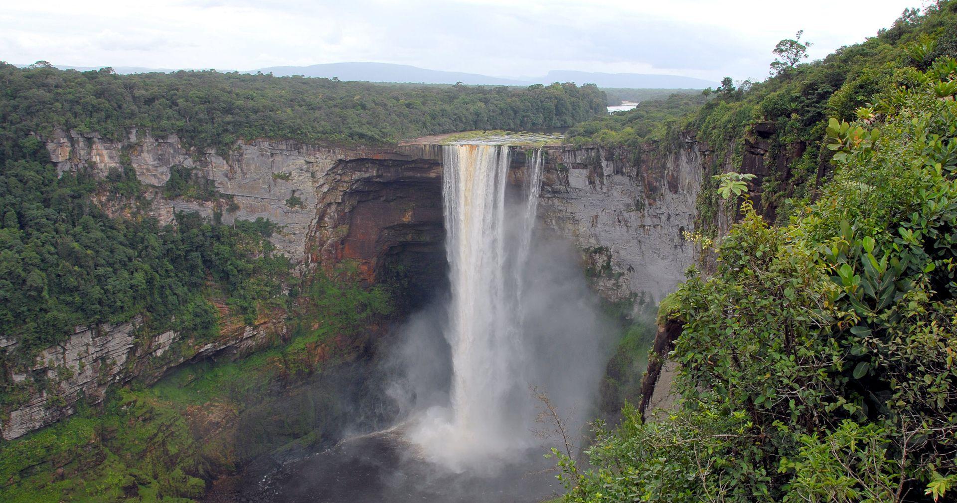 Kaieteur_Falls_Guyana_2007