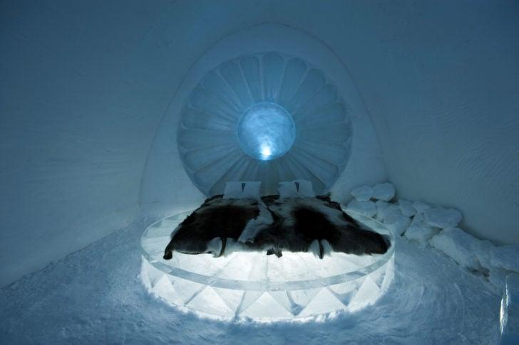 Chambre de l'hôtel de glace à Jukkasjarvi