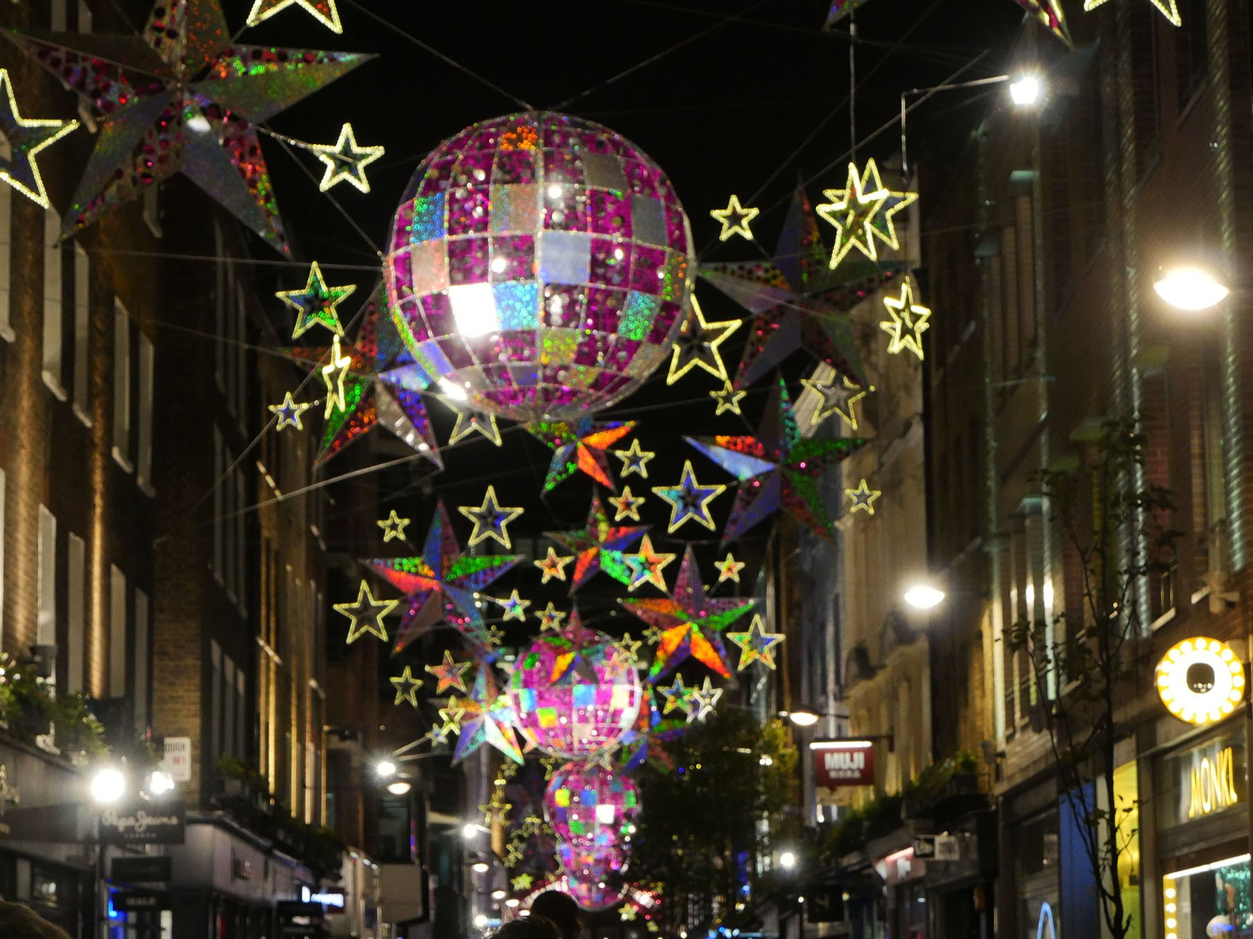 #A57026 Tour Du Monde Des Plus Belles Décorations De Noël En 14  5317 decorations de noel a londres 1807x1355 px @ aertt.com
