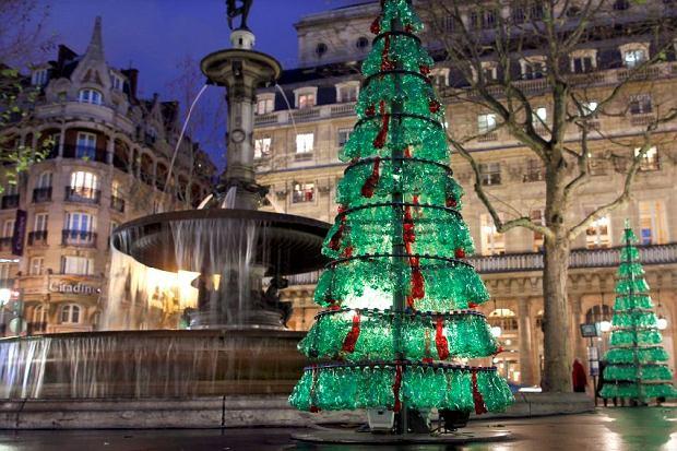 Paris, sapin Noël bouteilles