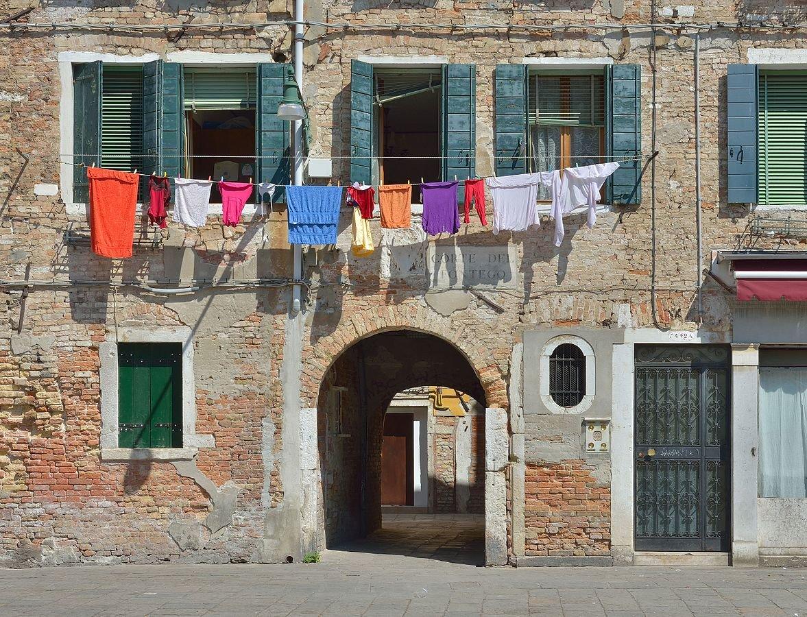 Panni_stesi_a_Venezia