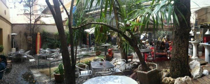 El mercadillo et son bar-jardin