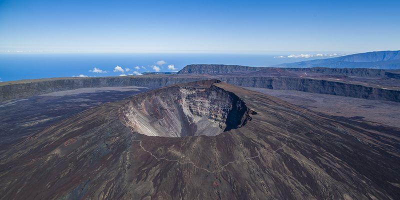 volcan du_piton_de_la_fournaise_vue_du_ciel_-_credit_irt_-_lionel_ghighi_dts_07_2017_1