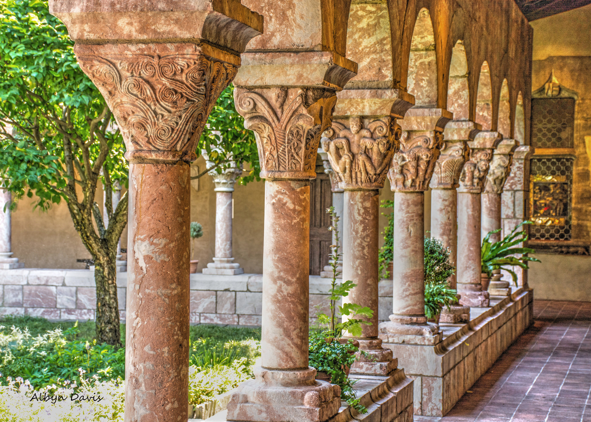 The Cloisters in NYC insolite MET