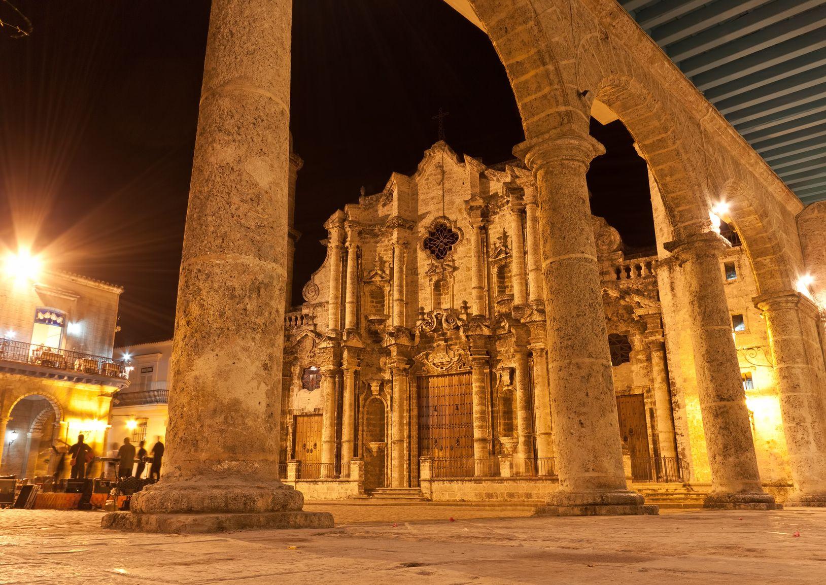 Cuba, La Havane, cathédrale de nuit