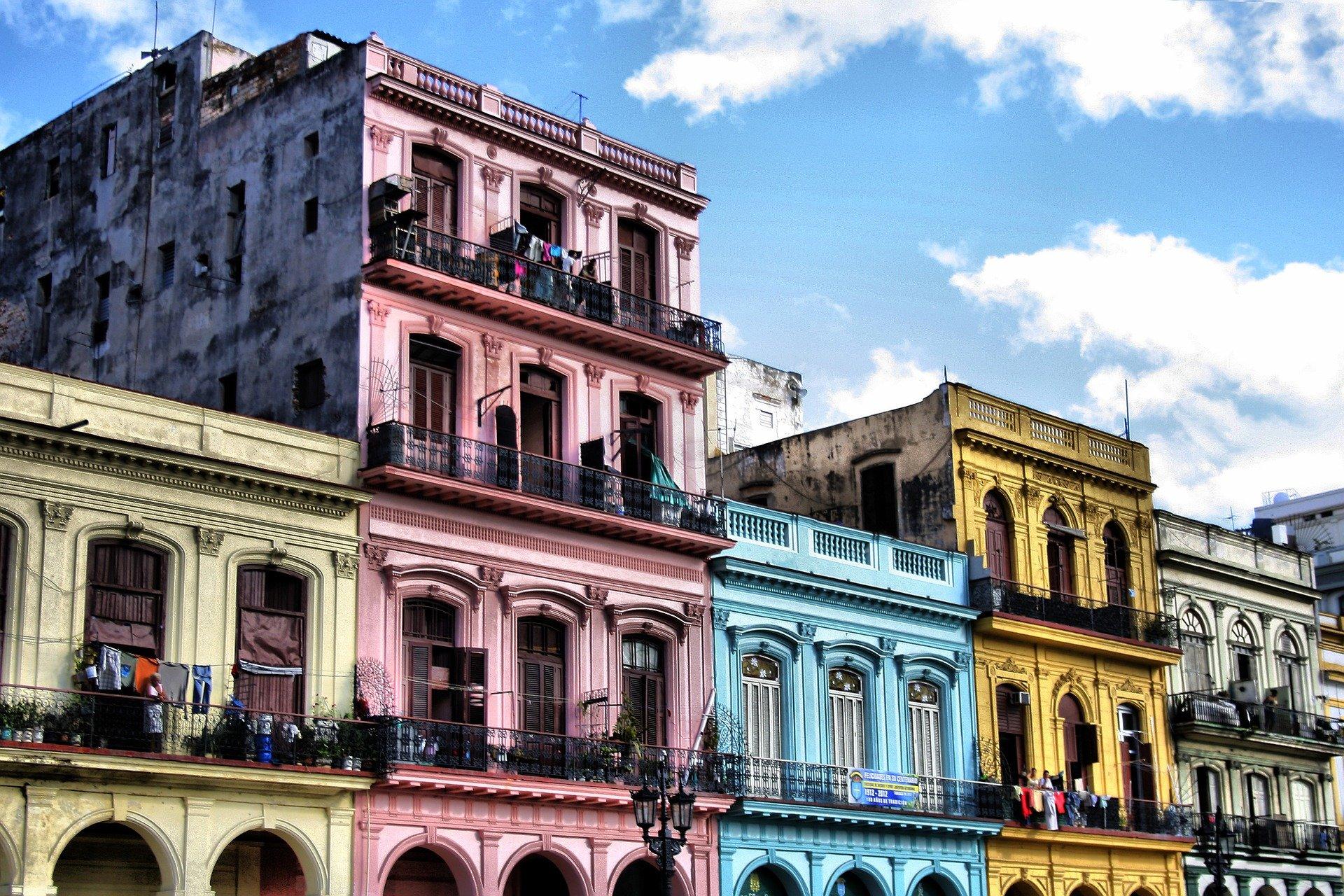 la Havane, cuba, immeubles colorés