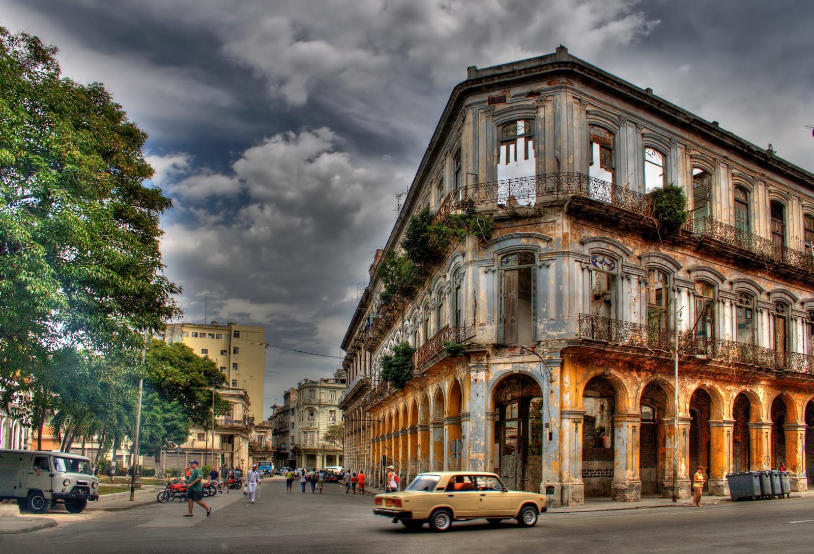 Cuba - La Havane, rue immeuble