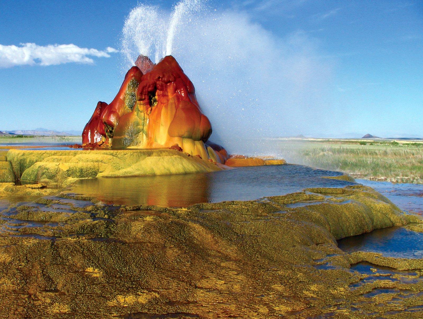 Fly_geyser, Nevada