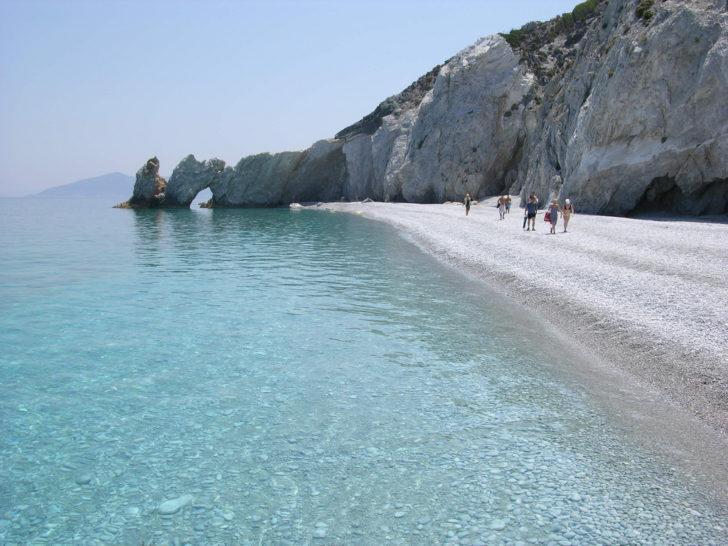La plage de Lalaria en Grèce