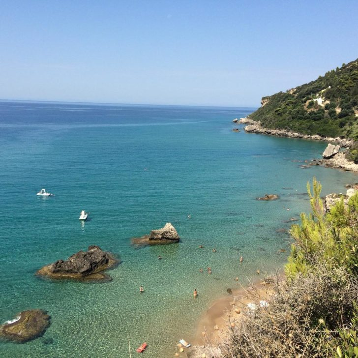 La plage de Mirtiotissa en Grèce