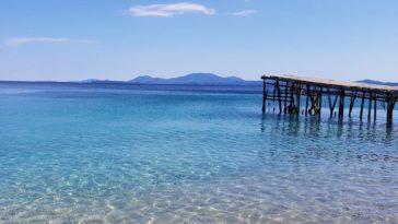 La plage de Nissaki en Grèce