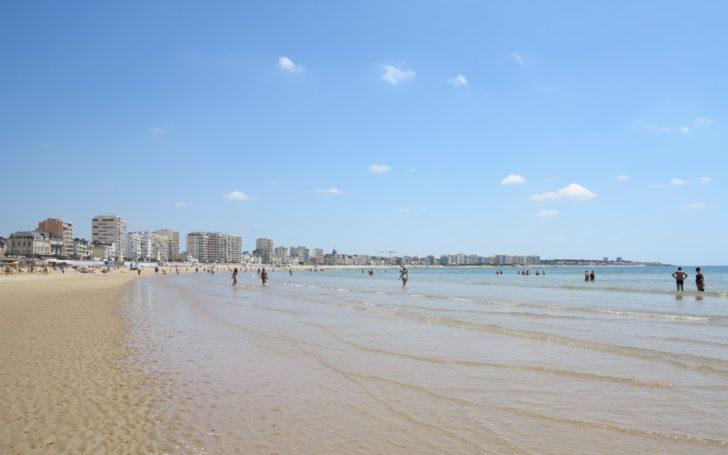 Plage de sable blanc aux Sables D'Olonne