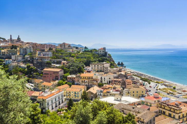 Vietri Sul Mare sur la Côte amalfitaine en Italie