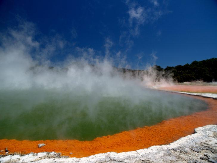 Sources d'eau chaude de Wai-O-Tapu à Rotorua en Nouvelle-Zélande