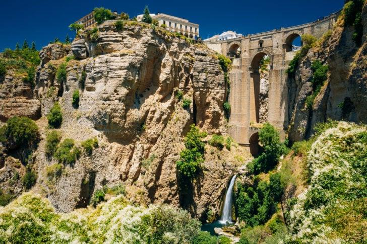 Le Pont Neuf à Ronda en Andalousie