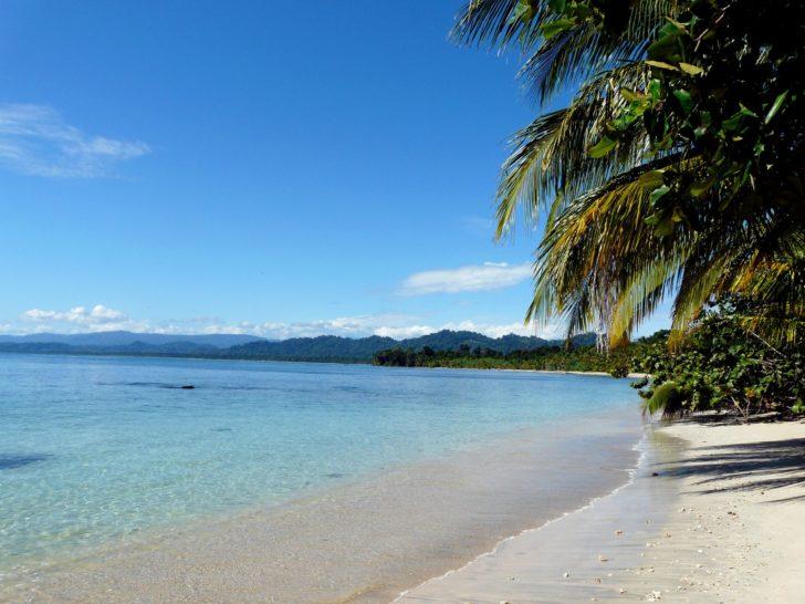 La plage du parque de Cahuita au Costa Rica