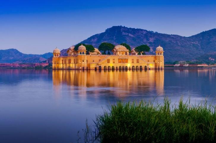 Le Jal Mahal près de Jaipur en Inde