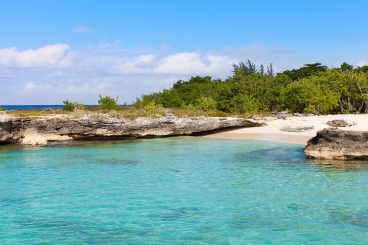 La plage de Smith's Cove aux Îles Caïmans