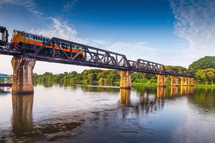 Le Pont de la rivière Kwaï à Kanchanaburi en Thaïlande