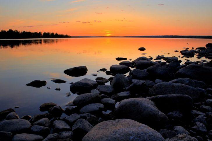 Le soleil de minuit en Laponie