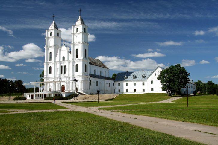 La cathédrale d'Aglona en Lettonie, Pays baltes