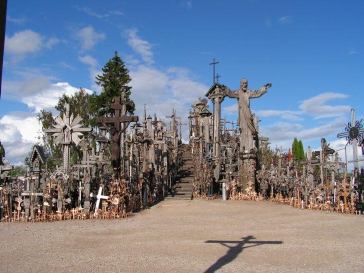 La colline des croix en Lituanie, Pays baltes