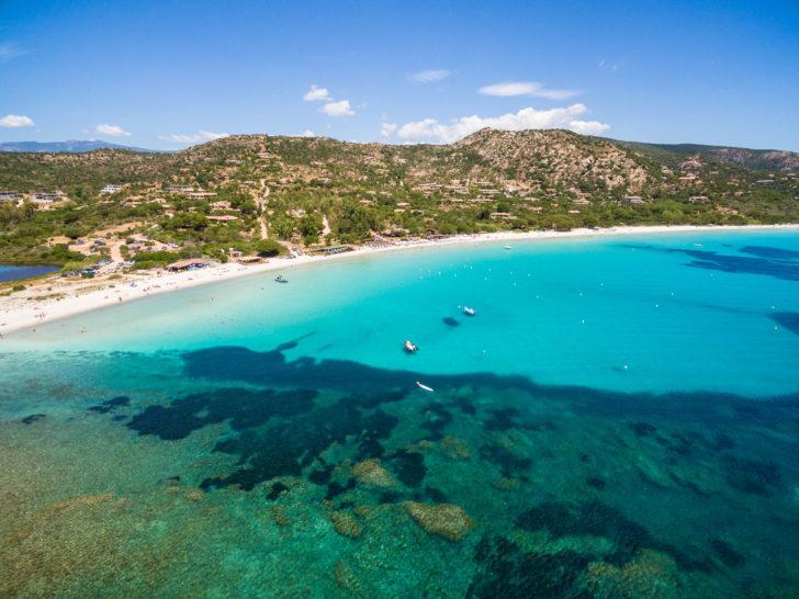 Vue aérienne de la plage de Palombaggia en Corse